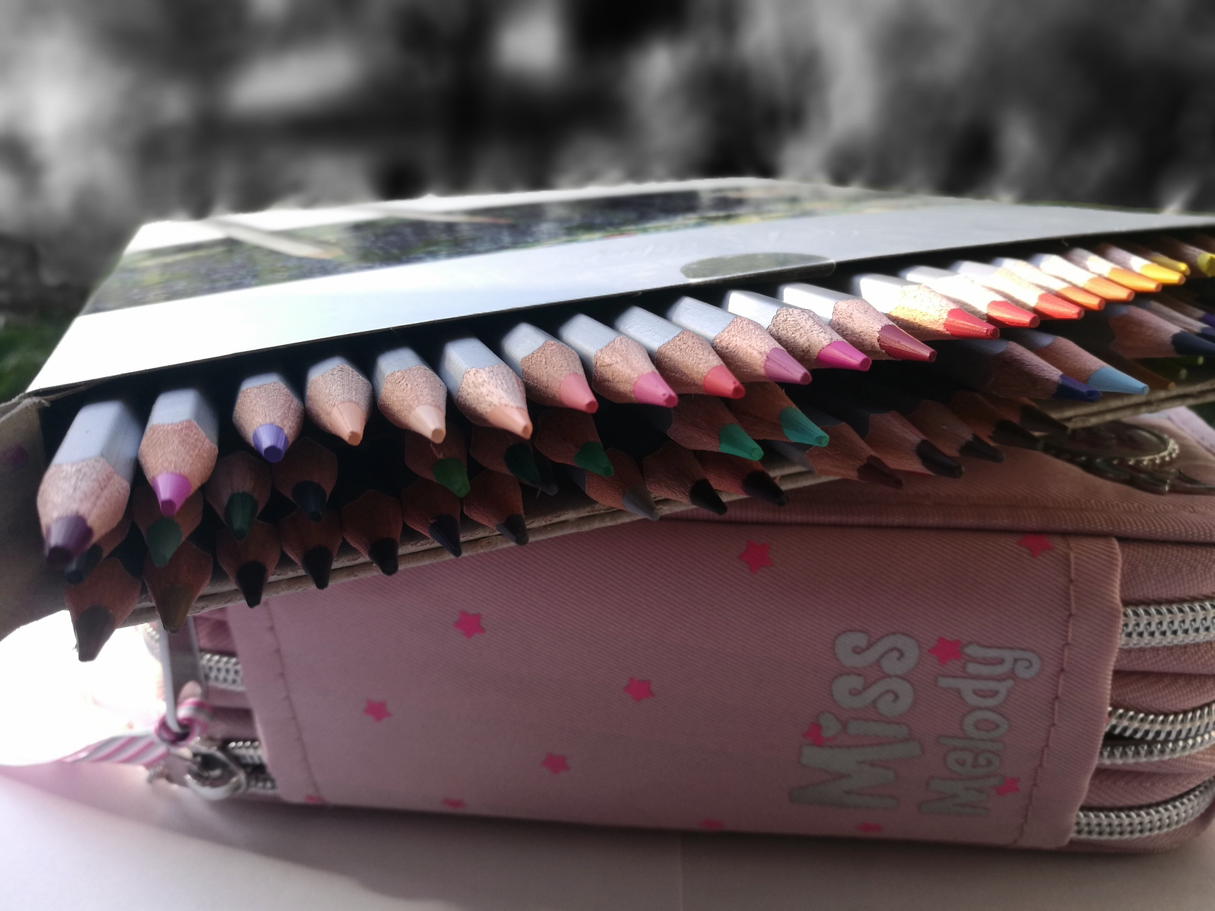 am comandat si testat creioanele colorate Marco Raffine Fine Art - gasesti recenzia noastra pe MiculRinocer.ro