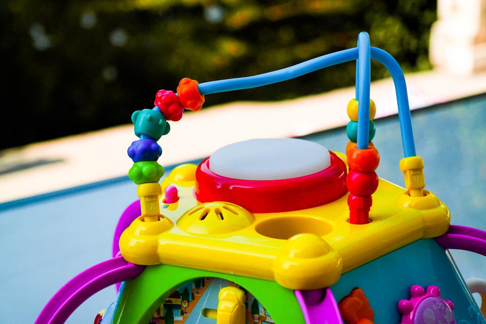 Centru de activitati bebelusi Hola Krista - testat pe Miculrinocer.ro - recenzie, test, review