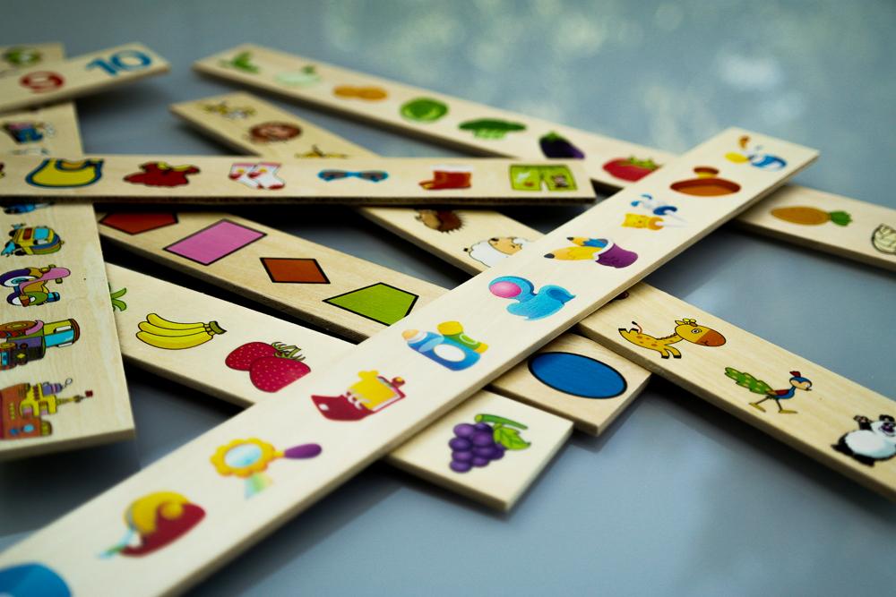 Jocul Krista Montessori Clasificarea cu 88 piese - detaliu piese de joc