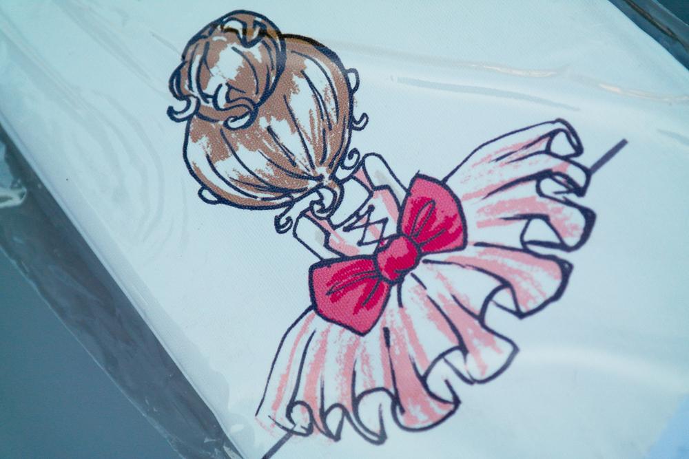 Imagine cu salteaua de infasat pliabila Ceba Baby Balerina - imprimeu cu balerina